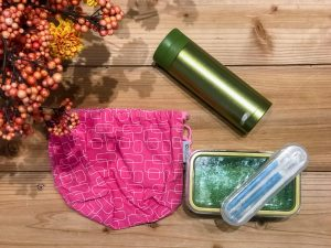 Kaho's ethical item: Reusable thermal water bottle, lunch box and portable utensils.