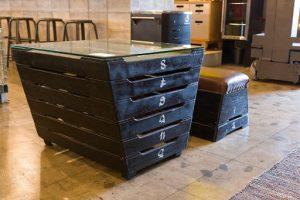 跳び箱でできたアップサイクルの机