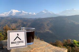 ネパールのハルパン村で撮影したbikascoffeeとビカスコーヒーステッカー