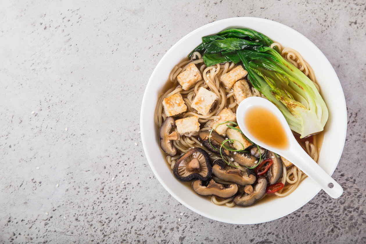 Vegan food recipe: ramen with tofu