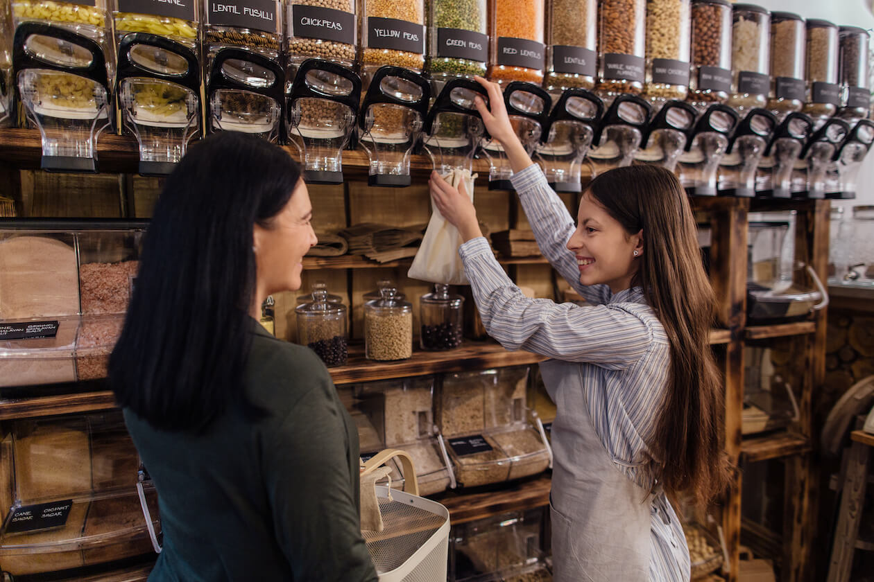 Shopping at zero waste and packaging stores