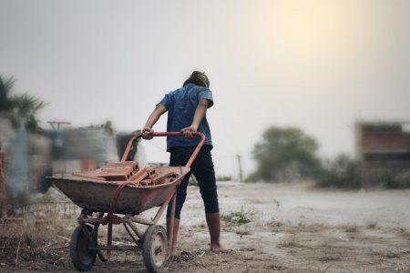 児童労働-働く子供の写真