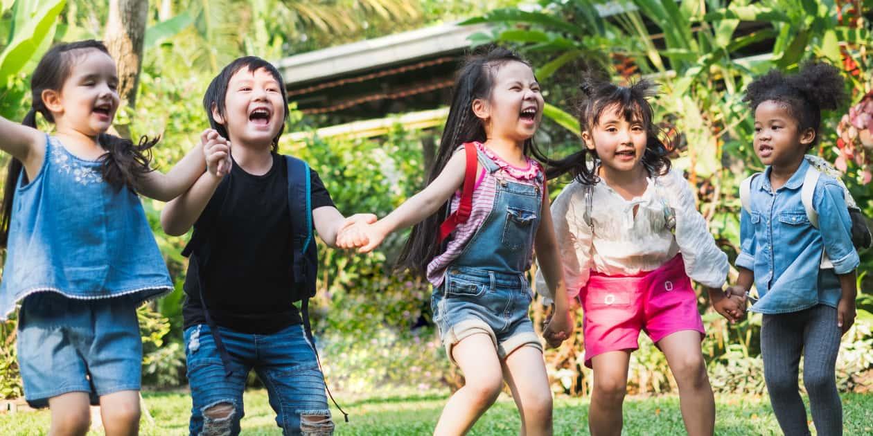 楽しく遊ぶ子どもたち