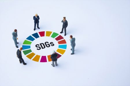 SDGsバッジとは?つける目的や、正規品との見極め方、購入店舗をご紹介